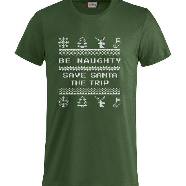 """Grønn T-skjorte med trykk """"Be naughty, save Santa the trip"""""""
