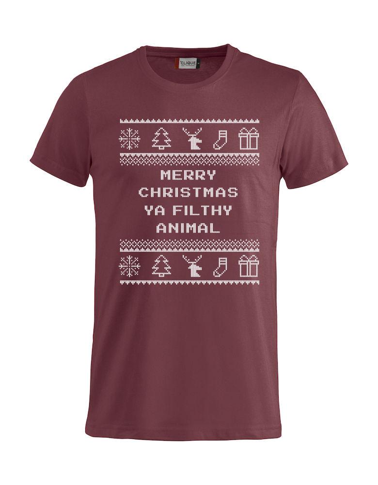 """Rød t-skjorte med sitat fra Alene Hjemme, """"Merry Christmas ya filthy animal""""."""