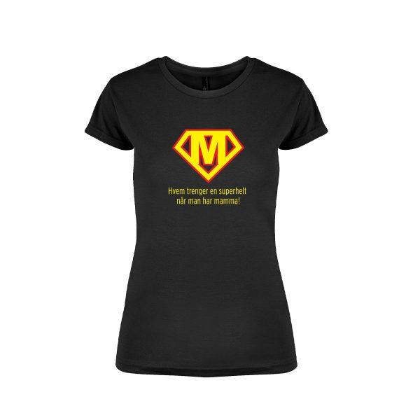 "Svart t-skjorte fra YouBrands med trykket ""Mamma superhelt"""