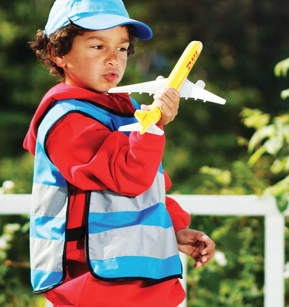 Blå markeringsvest på barnemodell