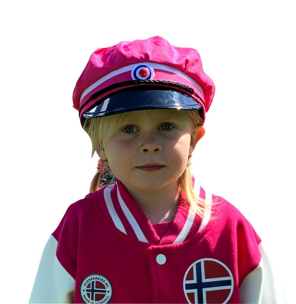 Jente med rosarusselue og baseballjakke for rosaruss