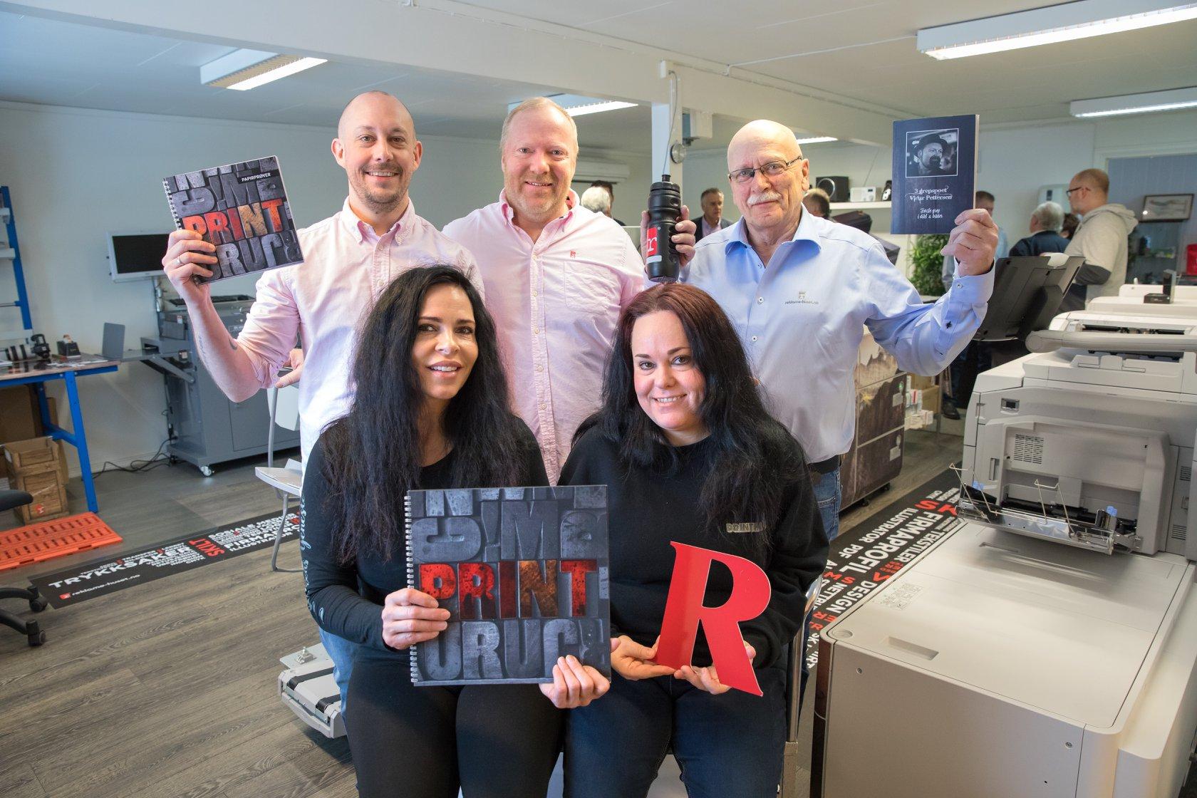 Bilde av våre 5 faste ansatte